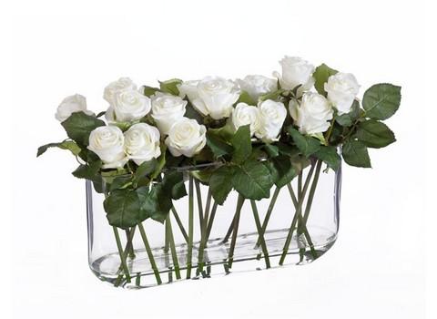 Розы в дизайн-стекле с водой